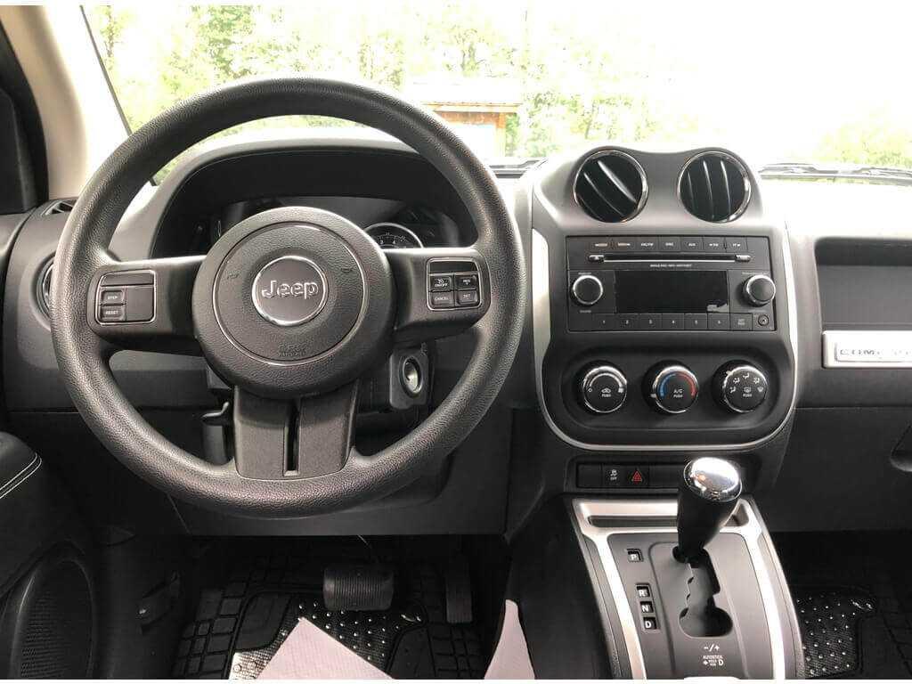 Jeep 1C4NJDAB4ED835061