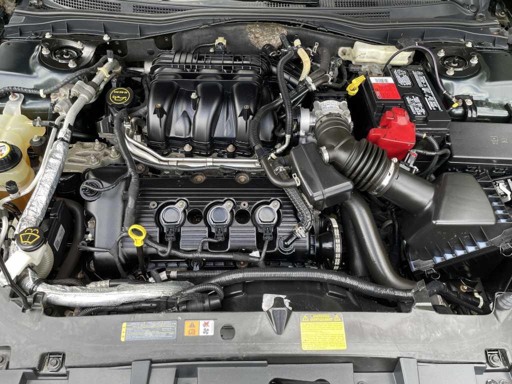 Ford 3FAHP0CG2AR106268